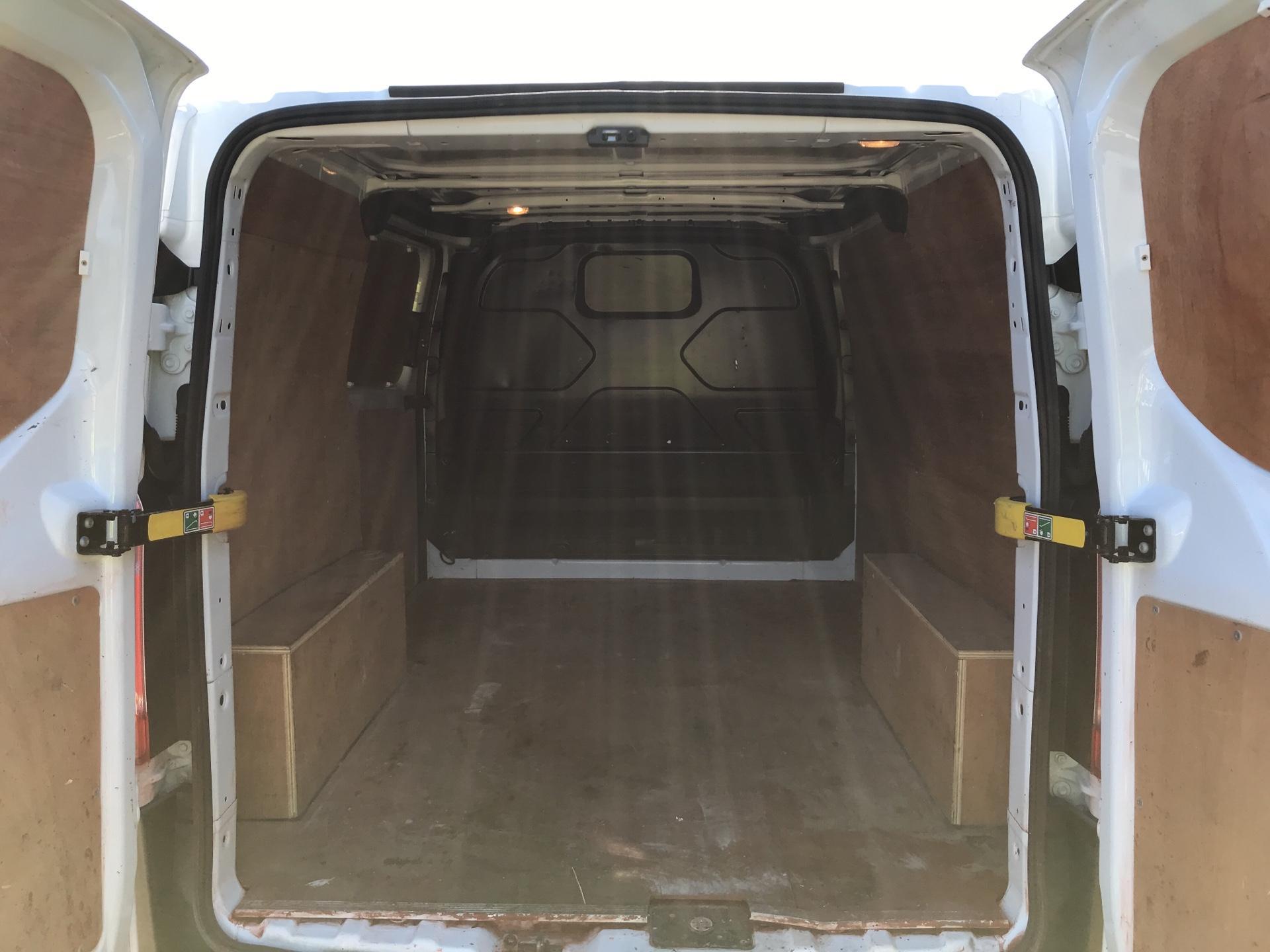 2014 Ford Transit Custom 270 L1 DIESEL FWD 2.2 Tdci 100Ps Low Roof Van EURO 5 (SG64ZHB) Image 17