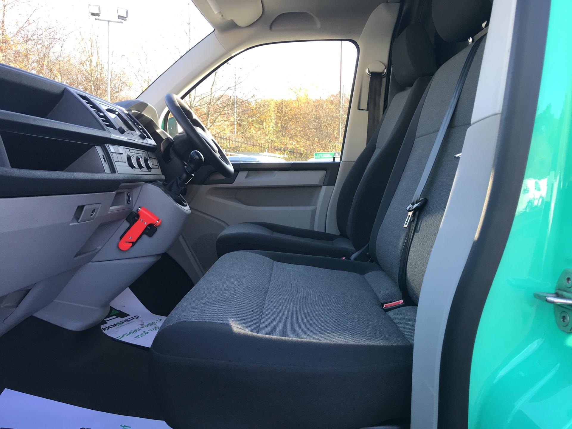2017 Volkswagen Transporter T28 LWB DIESEL 2.0 TDI BMT 84 STARTLINE VAN EURO 6 (SH67RRZ) Image 14