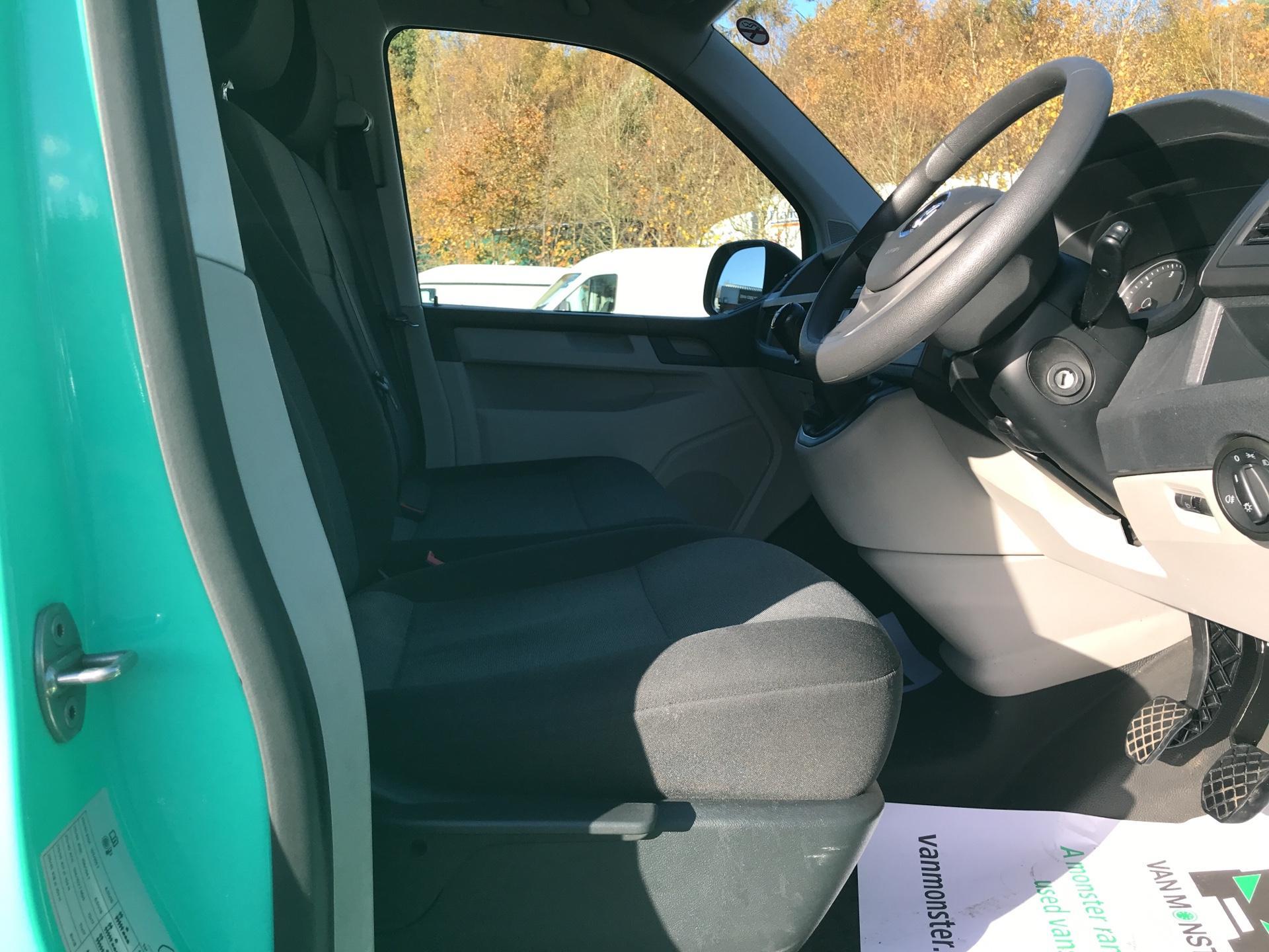 2017 Volkswagen Transporter T28 LWB DIESEL 2.0 TDI BMT 84 STARTLINE VAN EURO 6 (SH67RRZ) Image 9