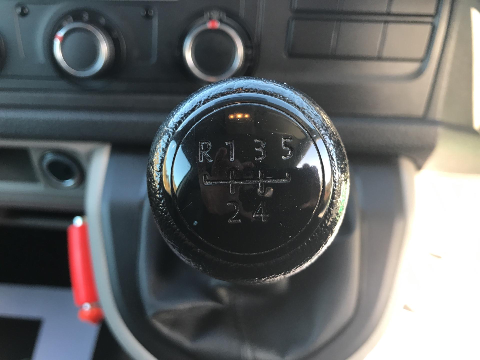 2017 Volkswagen Transporter T28 LWB DIESEL 2.0 TDI BMT 84 STARTLINE VAN EURO 6 (SH67RRZ) Image 11