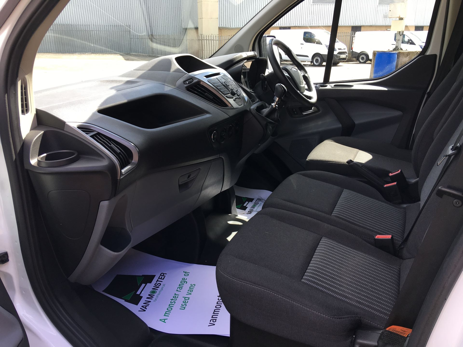 2018 Ford Transit Custom 290 L1 DIESEL FWD 2.0 TDCI 105PS LOW ROOF TREND EURO 6 (SH67VDK) Image 14