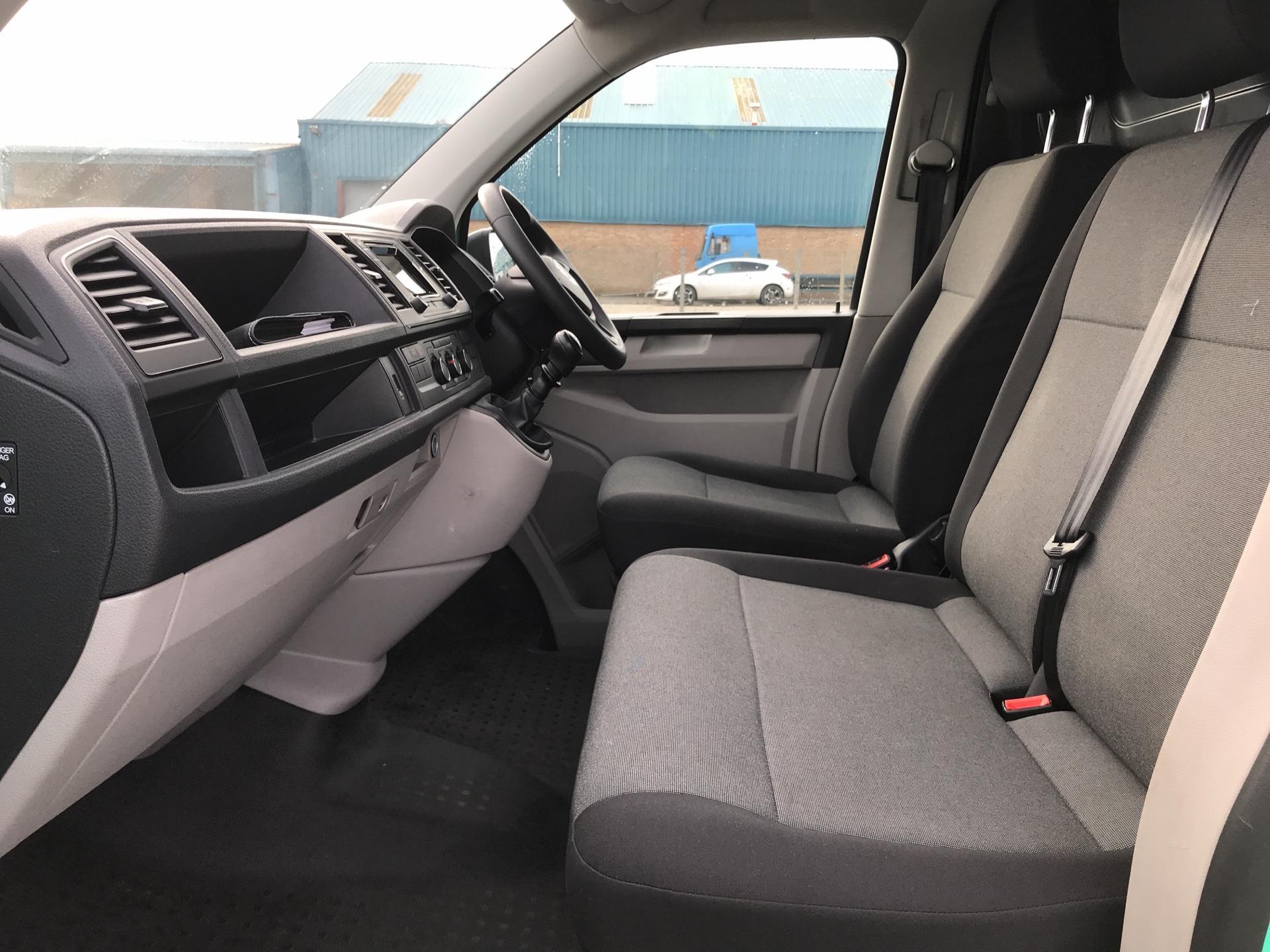 2017 Volkswagen Transporter T28 LWB DIESEL 2.0 TDI BMT 84 STARTLINE VAN EURO 6. AIR CON (SH67YSS) Image 14