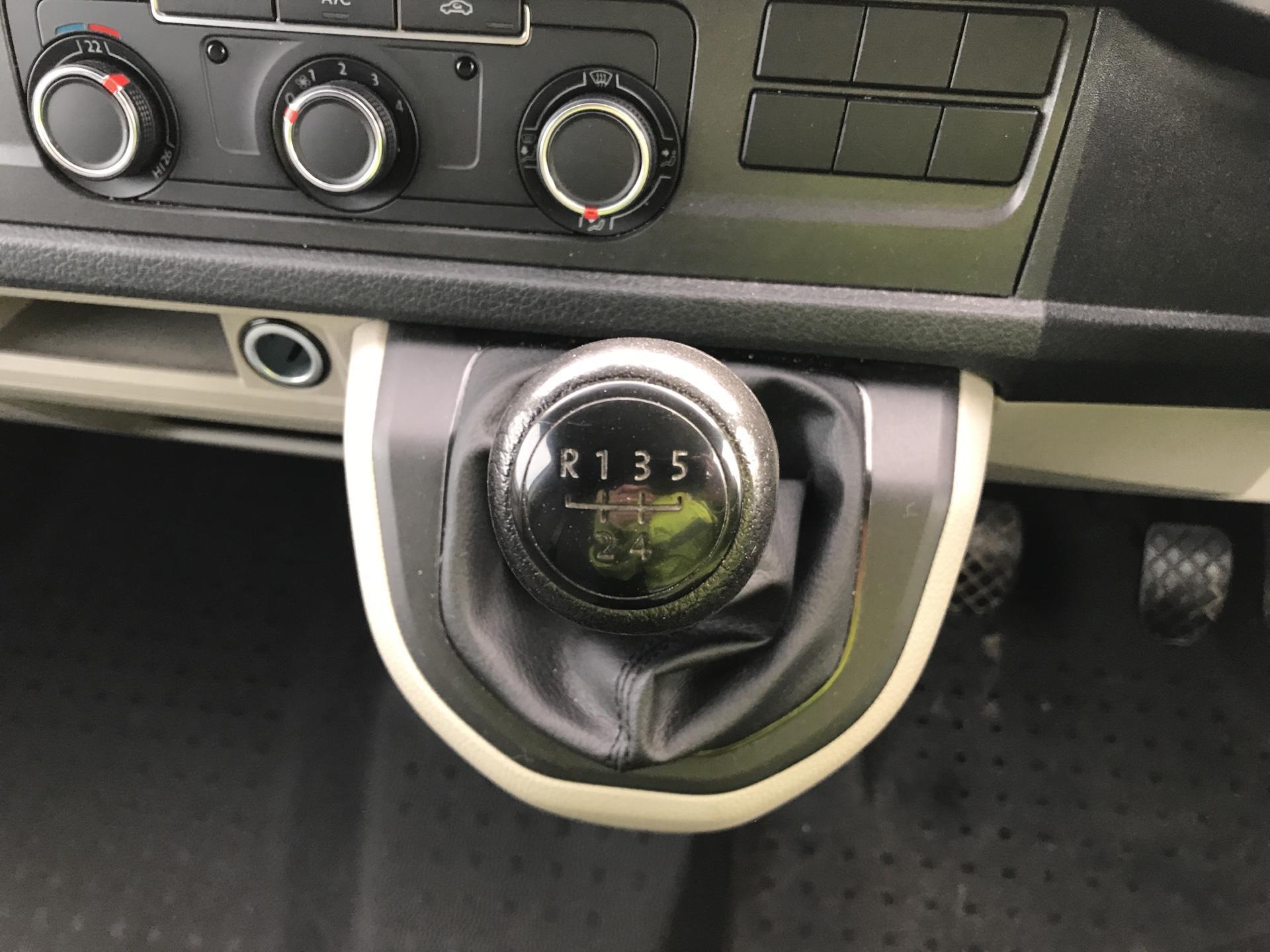 2017 Volkswagen Transporter T28 LWB DIESEL 2.0 TDI BMT 84 STARTLINE VAN EURO 6. AIR CON (SH67YSS) Image 11