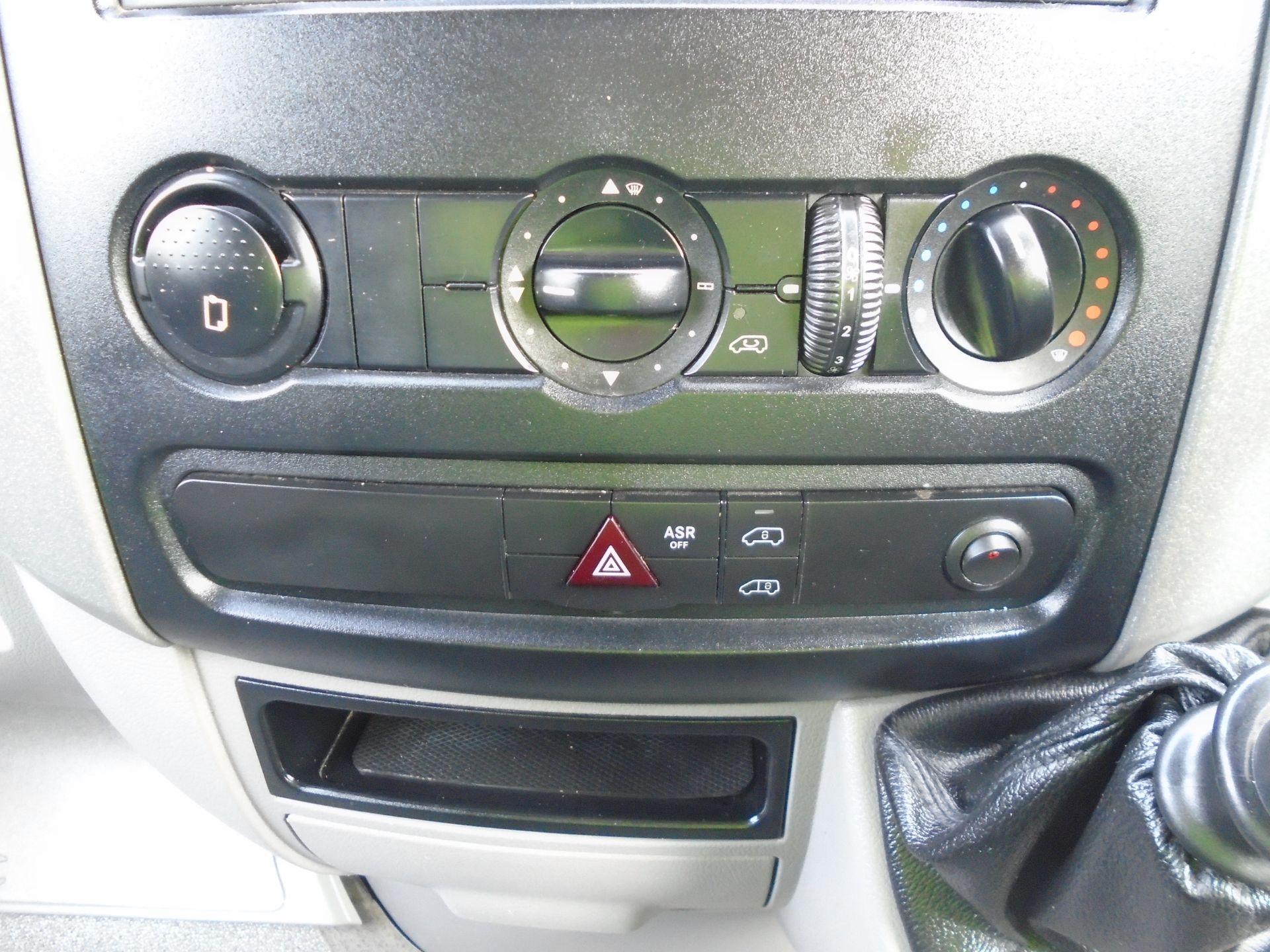 2017 Mercedes-Benz Sprinter 3.5T Van (SJ17EDU) Image 27