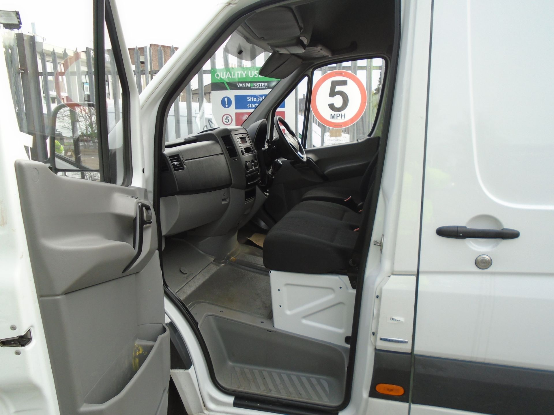 2017 Mercedes-Benz Sprinter 3.5T Van (SJ17EDU) Image 17