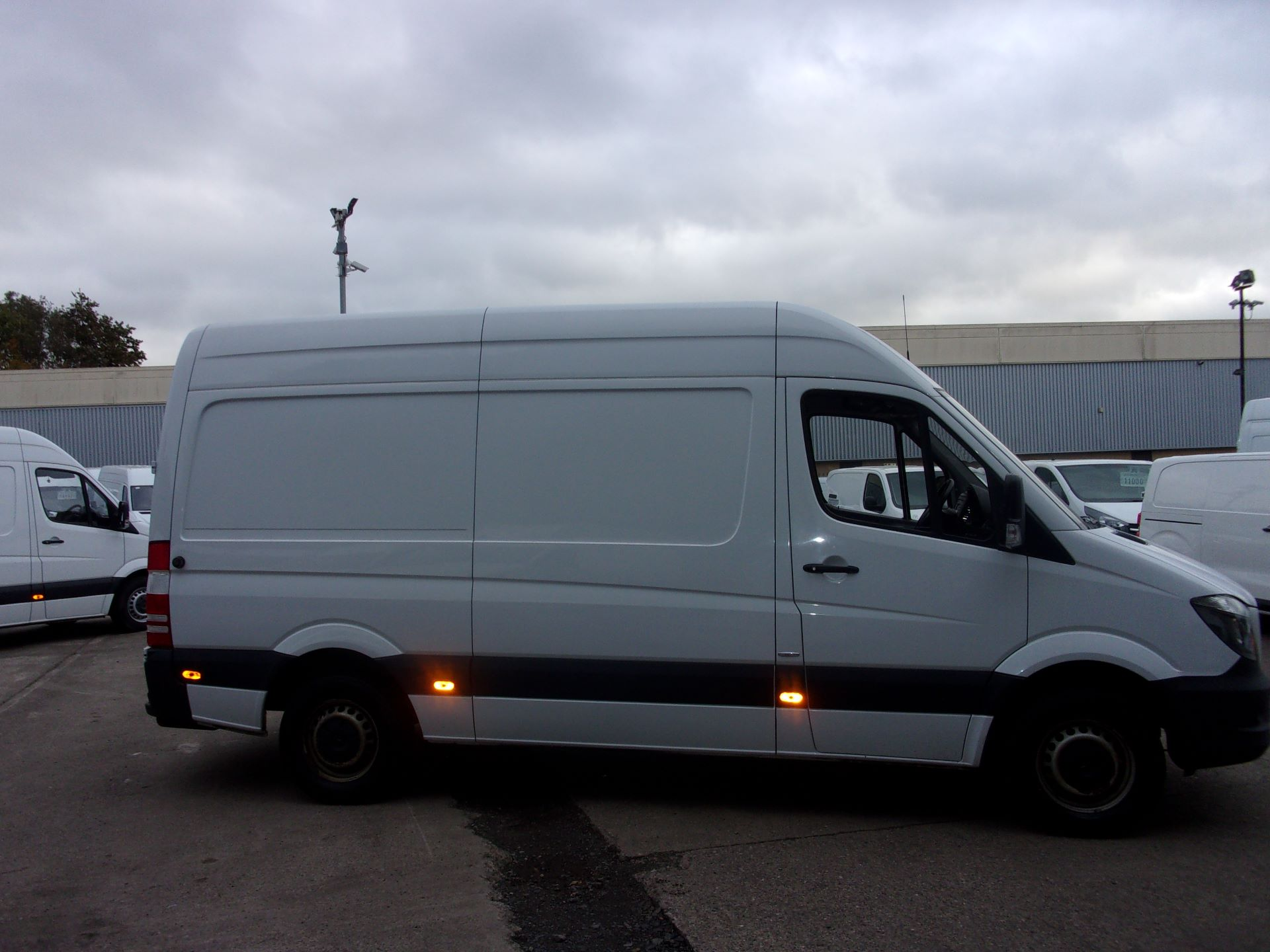 2017 Mercedes-Benz Sprinter 314 CDI MWB HIGH ROOF EURO 6 (SJ17EEF) Image 3