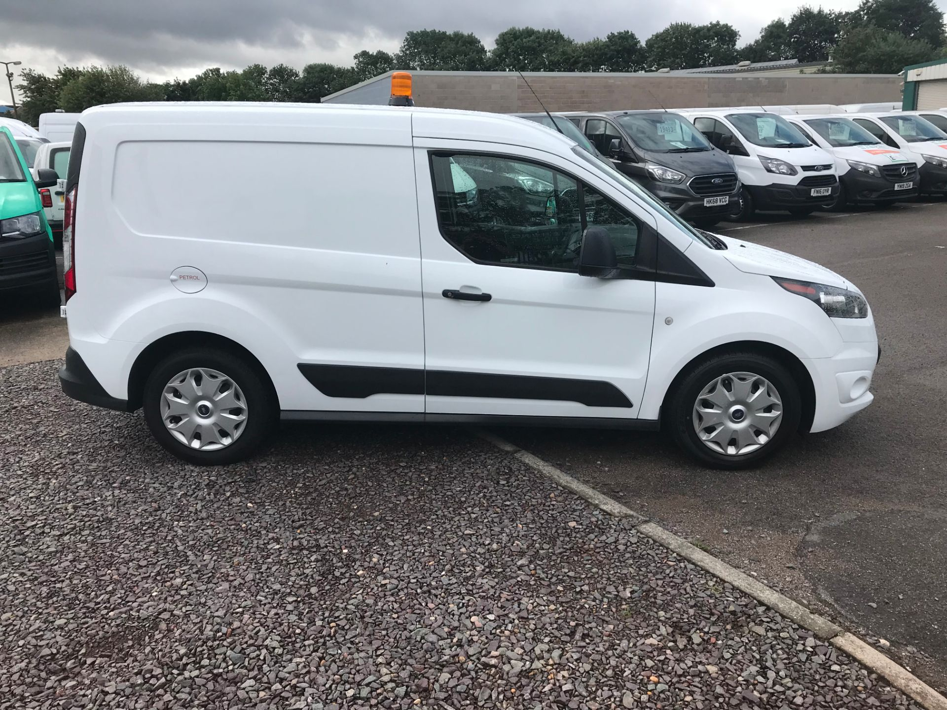 2017 Ford Transit Connect 200 L1 1.0 100PS TREND (PETROL) (SJ17MZS) Image 2