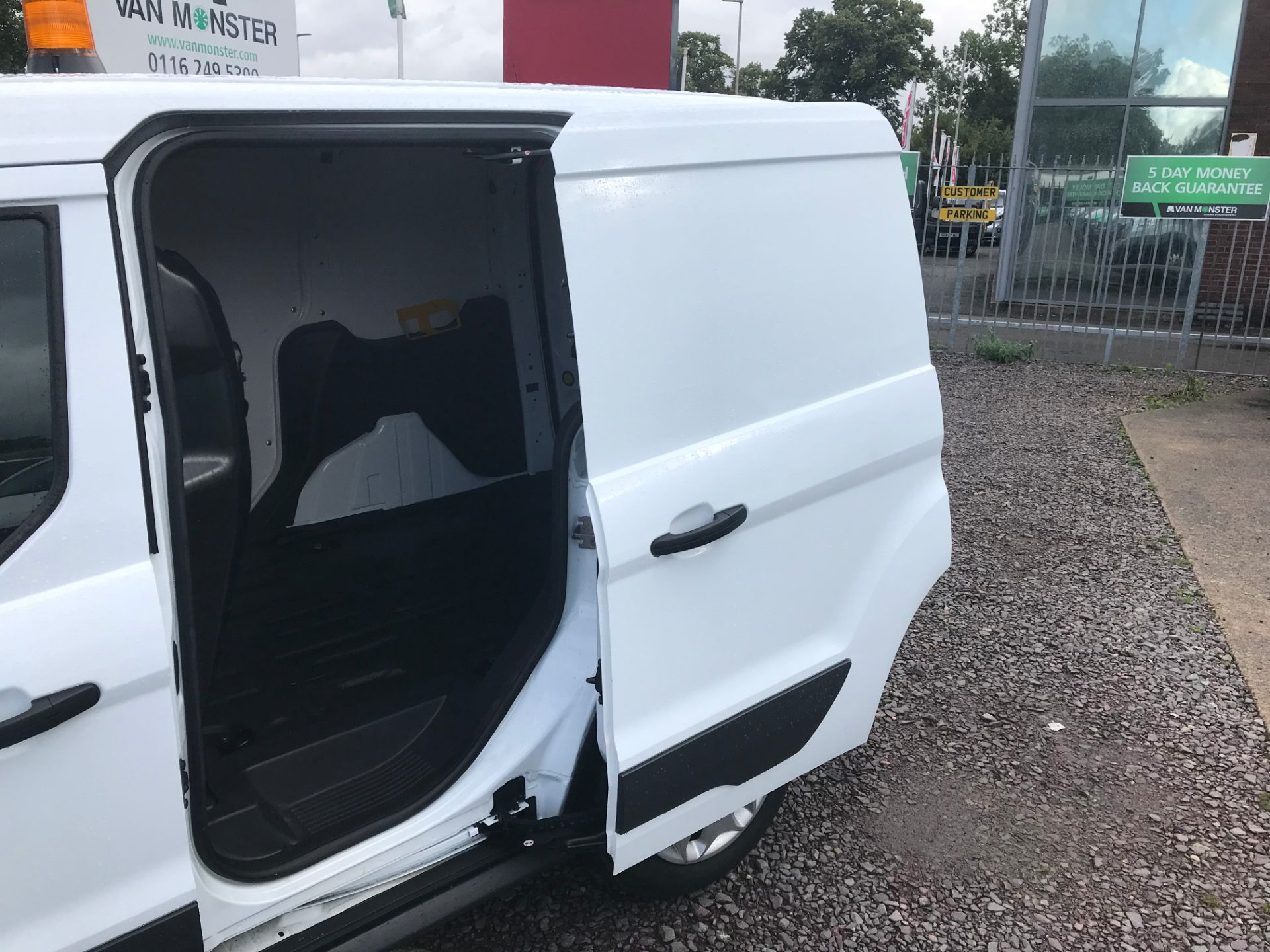 2017 Ford Transit Connect 200 L1 1.0 100PS TREND (PETROL) (SJ17MZS) Image 8