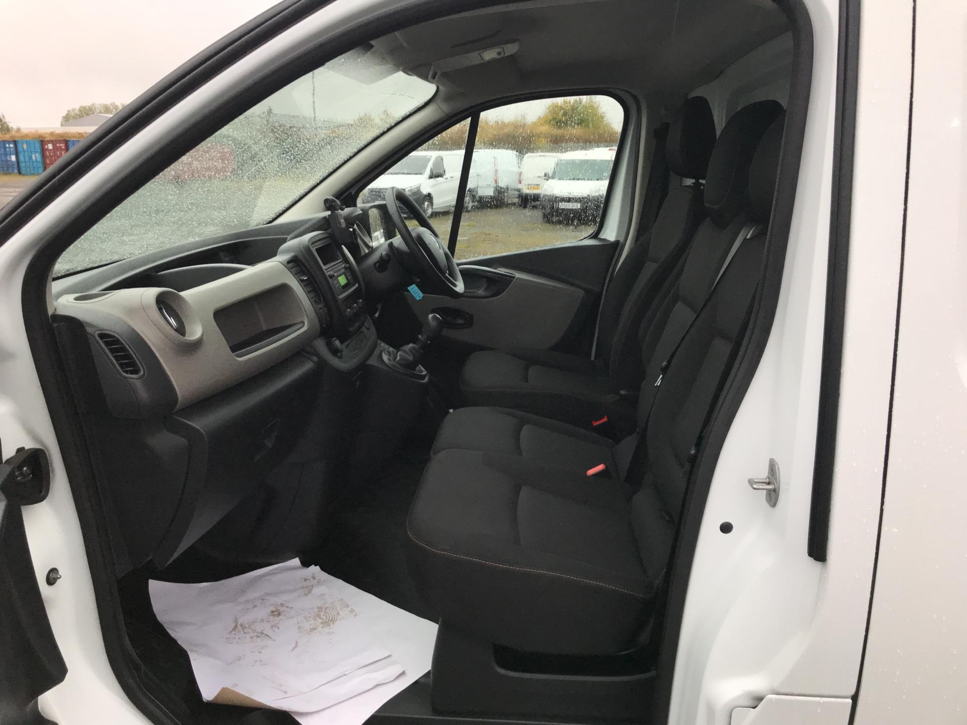 2015 Renault Trafic SWB SL27 ENERGY DCI 120 BUSINESS+ AIR CON EURO 5  (SJ65GYR) Image 14