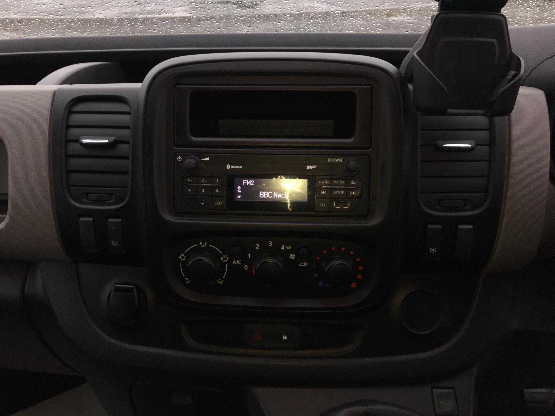 2015 Renault Trafic SWB SL27 ENERGY DCI 120 BUSINESS+ AIR CON EURO 5  (SJ65GYR) Image 10