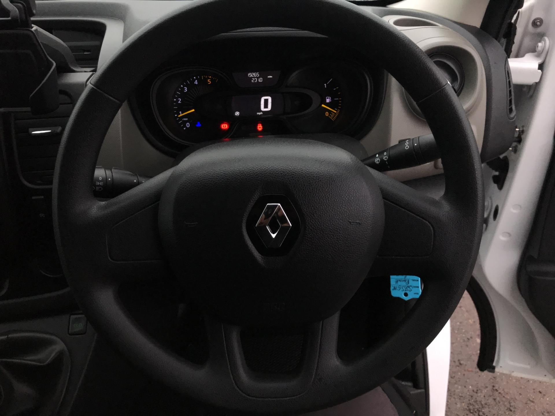 2015 Renault Trafic SWB SL27 ENERGY DCI 120 BUSINESS+ AIR CON EURO 5  (SJ65GYR) Image 12