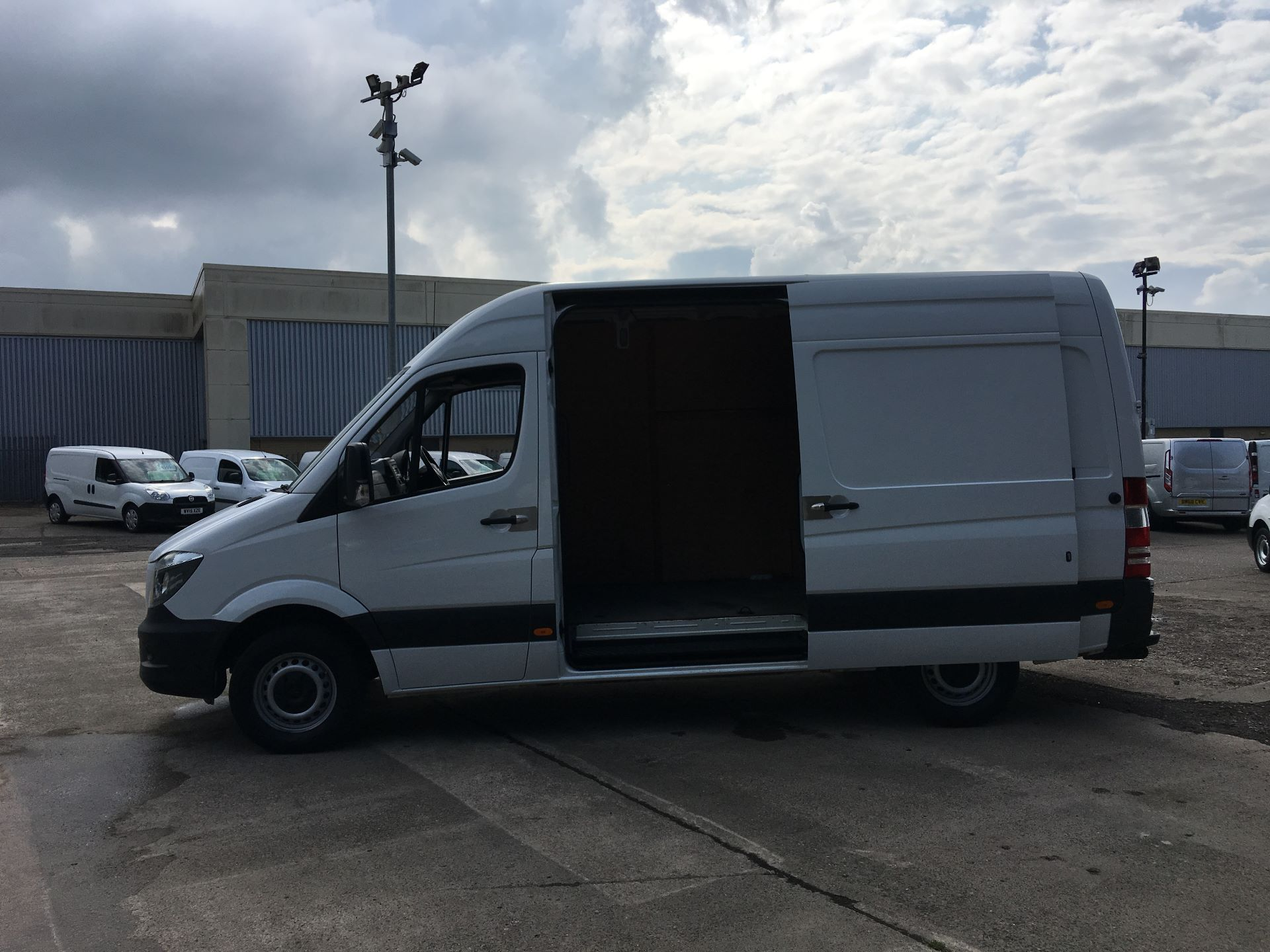 2017 Mercedes-Benz Sprinter 314 CDI MWB HIGH ROOF VAN EURO 6 (SJ67DFD) Image 21