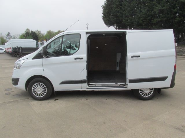 2015 Ford Transit Custom 270 2.2 Tdci 125Ps Low Roof Trend Van (SK15NYZ) Image 17