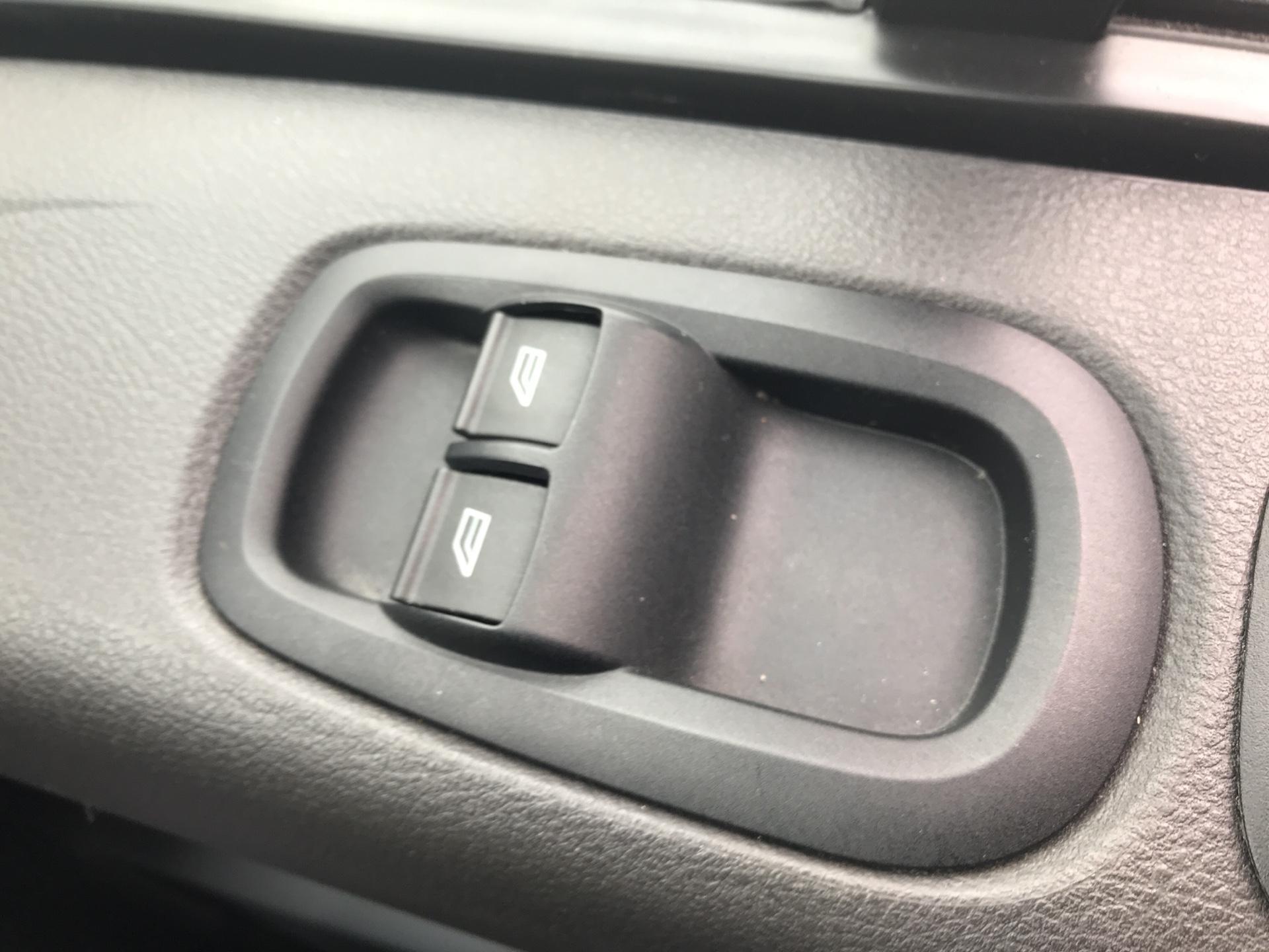 2017 Ford Transit Custom 270 L1 DIESEL FWD 2.2 TDCI 105PS LOW ROOF VAN EURO 5 (SK17ZYG) Image 20