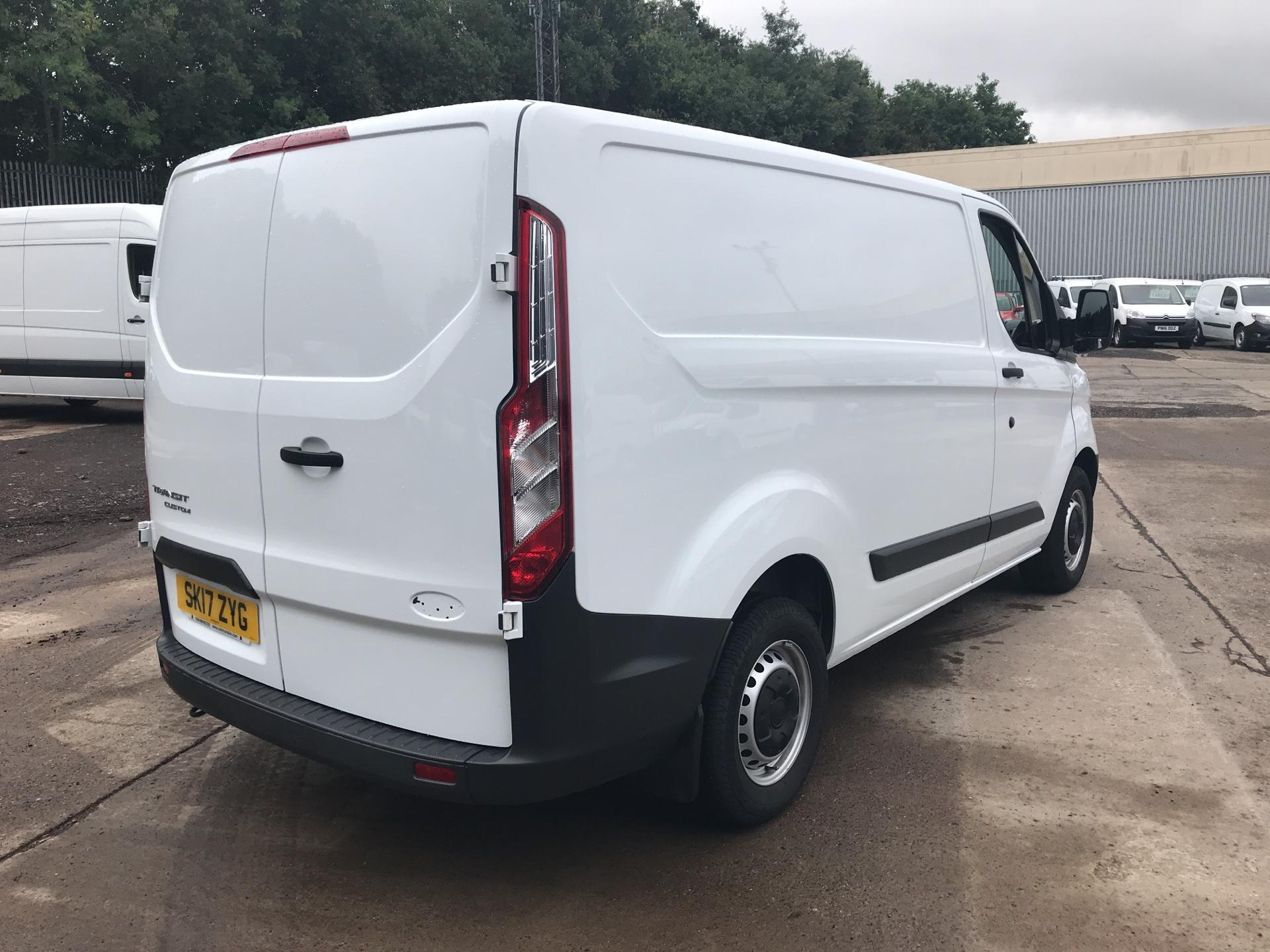 2017 Ford Transit Custom 270 L1 DIESEL FWD 2.2 TDCI 105PS LOW ROOF VAN EURO 5 (SK17ZYG) Thumbnail 3
