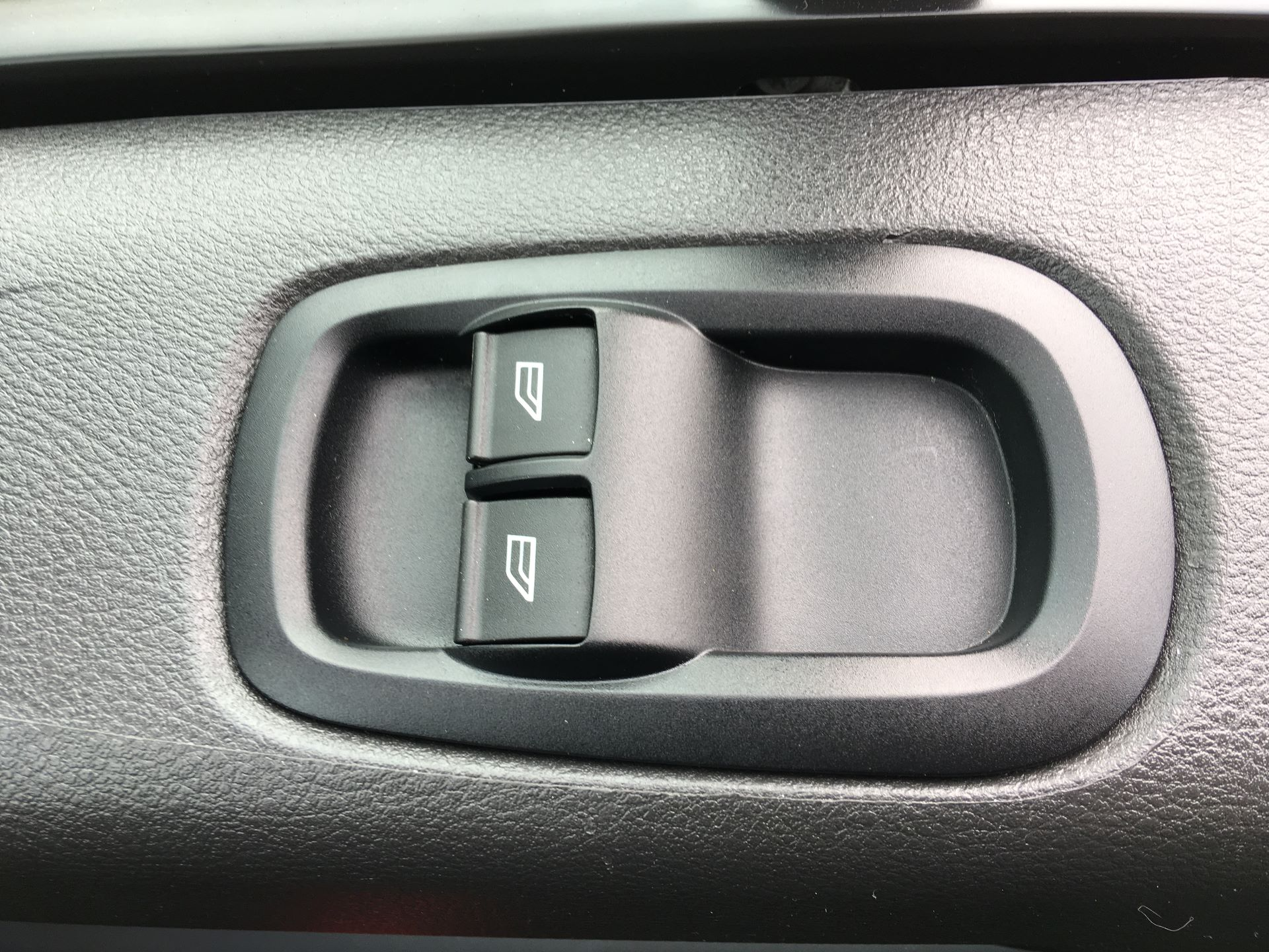 2016 Ford Transit Custom 290 L1 DIESEL FWD 2.0 TDCI 105PS HIGH ROOF VAN EURO 6 (SK66VKG) Image 7