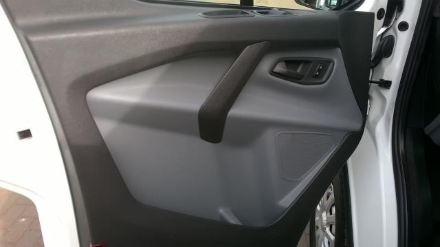 2017 Ford Transit Custom 2.0 TDCI 105PS L1 LOW ROOF VAN EURO6 (SK67OSE) Image 6