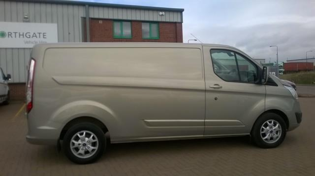 2015 Ford Transit Custom 290 L2 DIESEL FWD 2.2 TDCI 125PS LOW ROOF LIMITED VAN EURO 5 (SN15NTG) Image 16