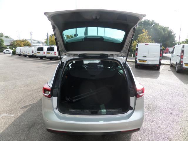 2018 Vauxhall Insignia 2.0 Turbo D Sri Nav 5Dr Estate Euro 6 (VE18TVJ) Image 4