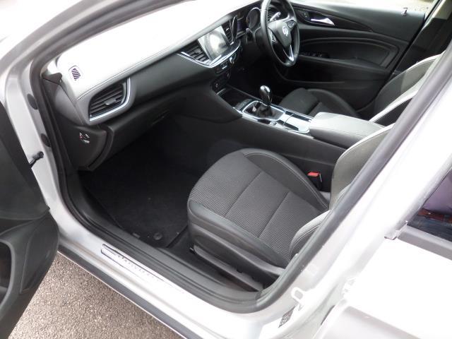 2018 Vauxhall Insignia 2.0 Turbo D Sri Nav 5Dr Estate Euro 6 (VE18TVJ) Image 8