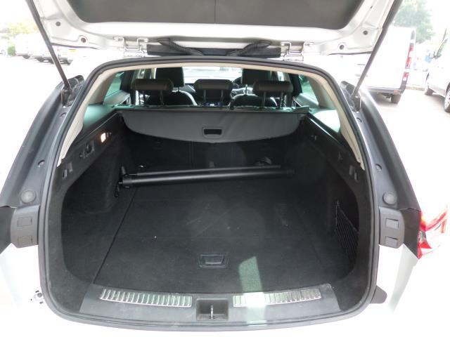 2018 Vauxhall Insignia 2.0 Turbo D Sri Nav 5Dr Estate Euro 6 (VE18TVJ) Image 5