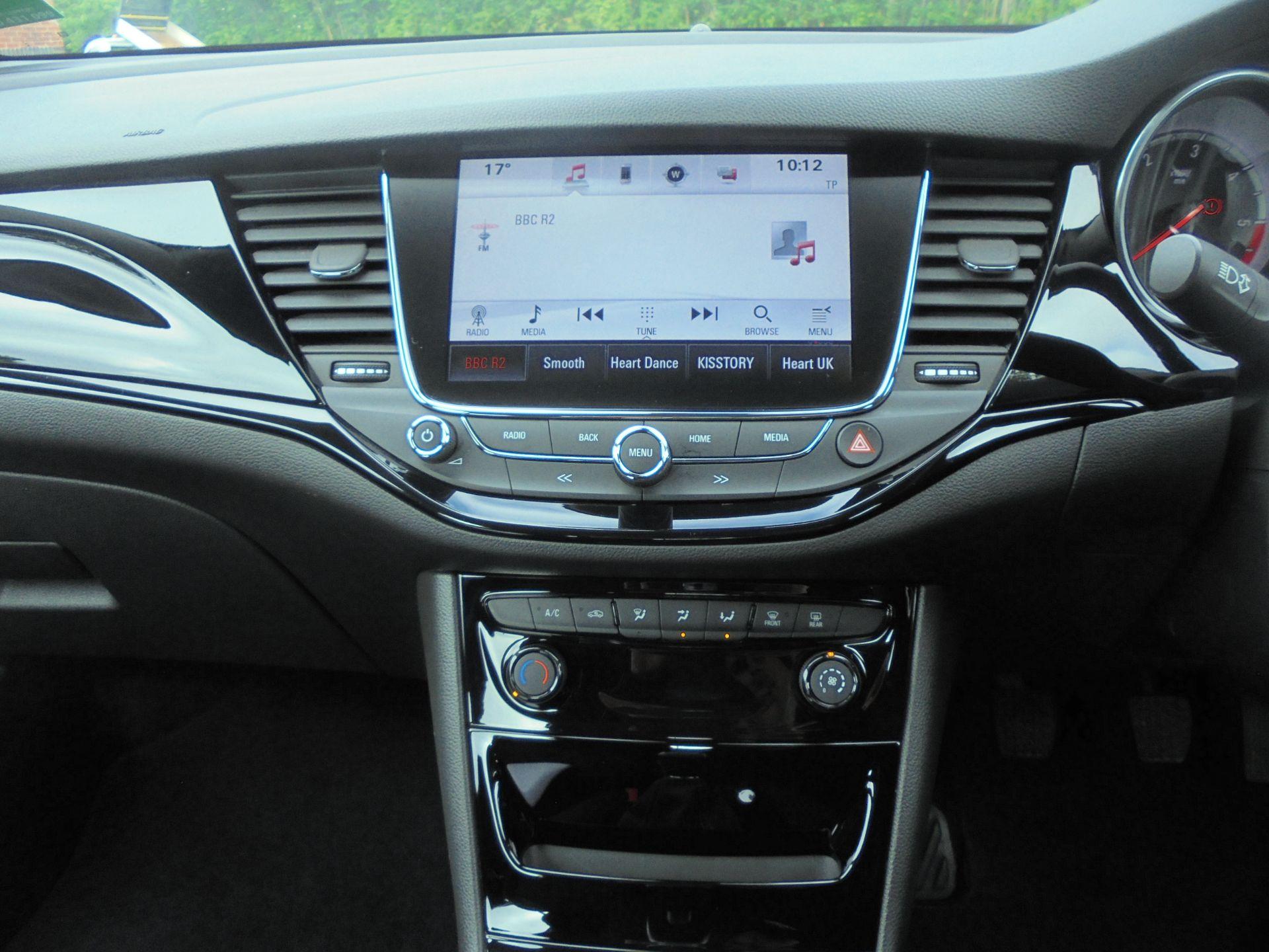 2018 Vauxhall Astra 1.6 Cdti 16V Ecoflex Sri Nav 5Dr (VE18TXA) Image 14