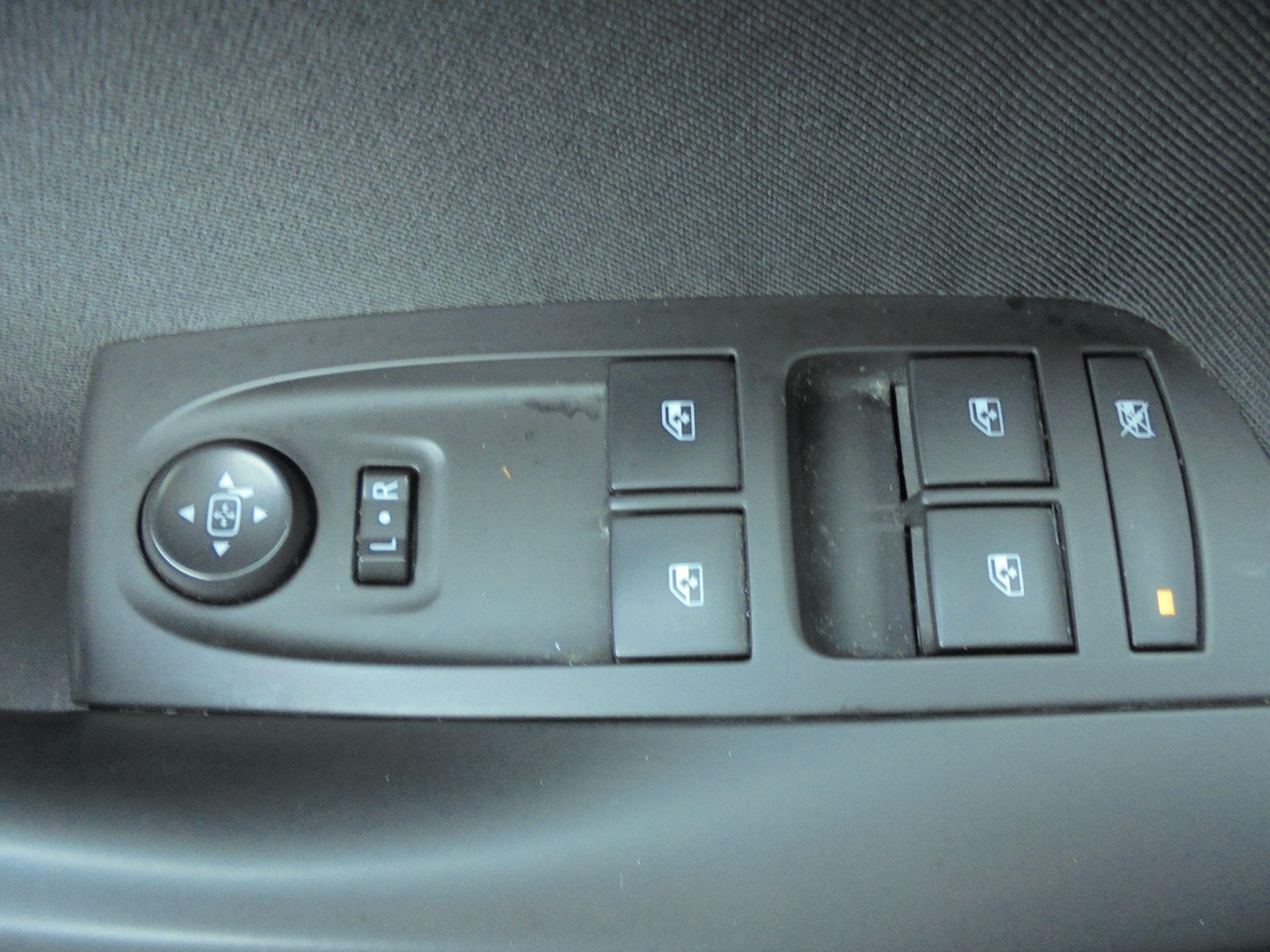 2018 Vauxhall Astra 1.6 Cdti 16V Ecoflex Sri Nav 5Dr (VE18TXA) Image 18