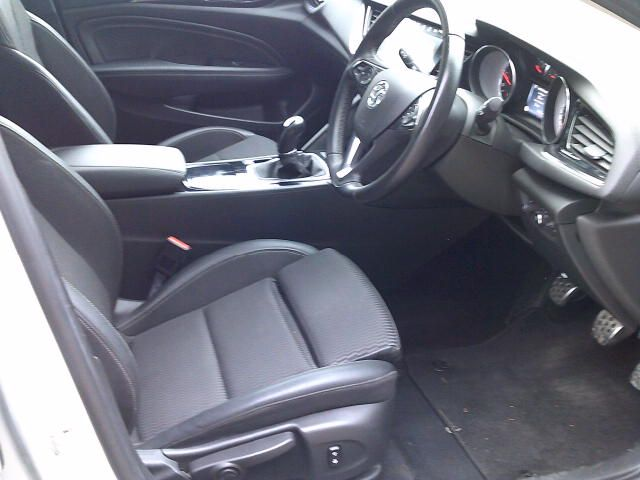 2018 Vauxhall Insignia 2.0 Turbo D Sri Nav 5Dr Sport Tourer  (VE18UAS) Image 2