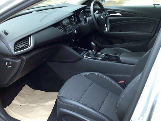 2018 Vauxhall Insignia 2.0 Turbo D Sri Nav 5Dr Sport Tourer  (VE18UAS) Image 14