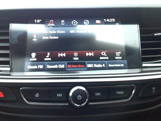 2018 Vauxhall Insignia 2.0 Turbo D Sri Nav 5Dr Sport Tourer  (VE18UAS) Image 3