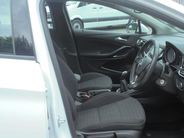 2018 Vauxhall Astra 1.6 Cdti 16V 136 Sri Nav 5Dr (VN18FVK) Image 12