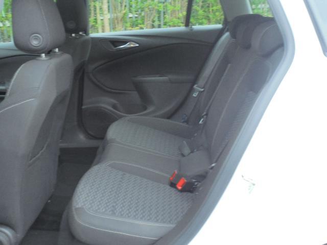 2018 Vauxhall Astra 1.6 Cdti 16V 136 Sri Nav 5Dr (VN18FVK) Image 6