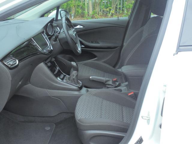 2018 Vauxhall Astra 1.6 Cdti 16V 136 Sri Nav 5Dr (VN18FVK) Image 5