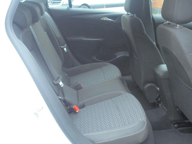 2018 Vauxhall Astra 1.6 Cdti 16V 136 Sri Nav 5Dr (VN18FVK) Image 11