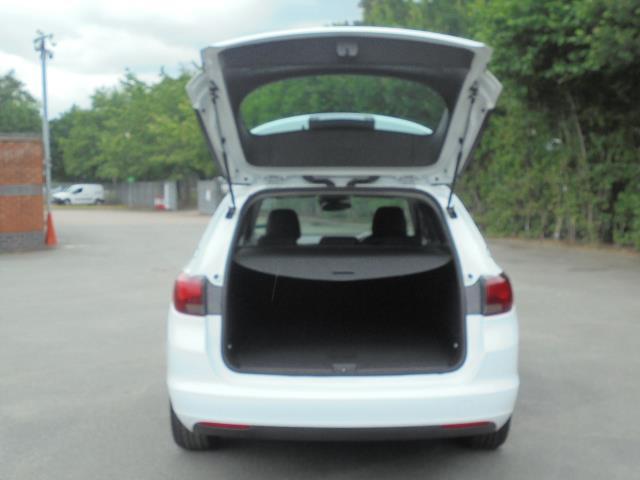 2018 Vauxhall Astra 1.6 Cdti 16V 136 Sri Nav 5Dr (VN18FVK) Image 8