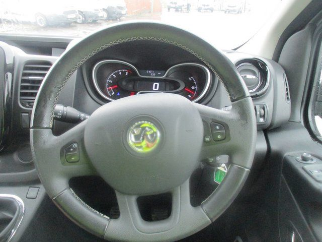 2018 Vauxhall Vivaro L1 H1 2900 1.6 120PS SPORTIVE EURO 6. AIR CON. SAT NAV (VN67URW) Image 17
