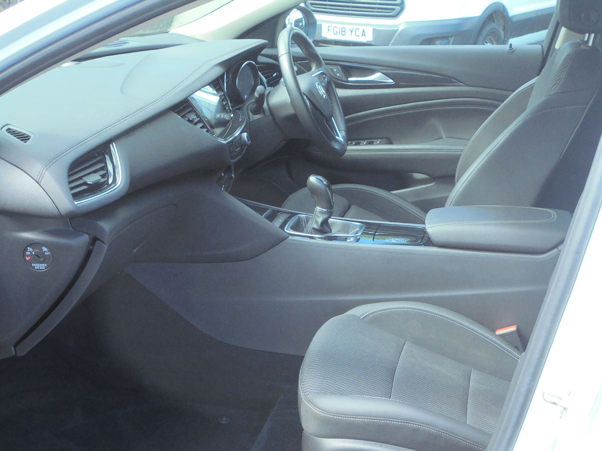 2018 Vauxhall Insignia Grand Sport 1.6 Turbo D Ecotec [136] Sri Nav 5Dr (VU18DFF) Image 5