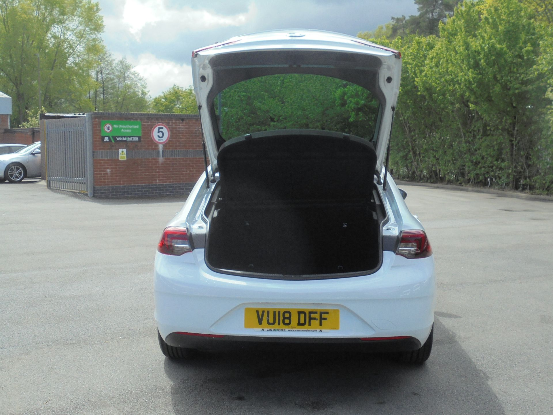 2018 Vauxhall Insignia Grand Sport 1.6 Turbo D Ecotec [136] Sri Nav 5Dr (VU18DFF) Image 8