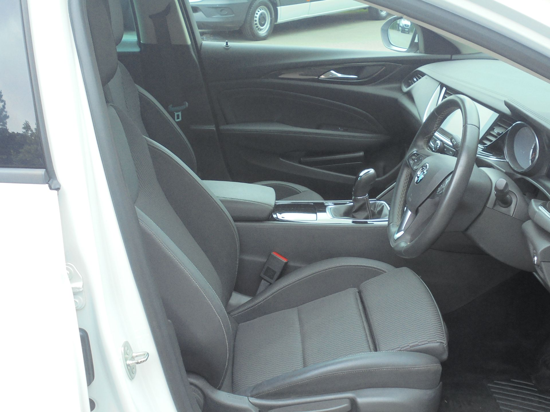 2018 Vauxhall Insignia 1.6 Grand Sport Turbo D Ecotec [136] Sri Nav 5Dr (VU18DFG) Image 13