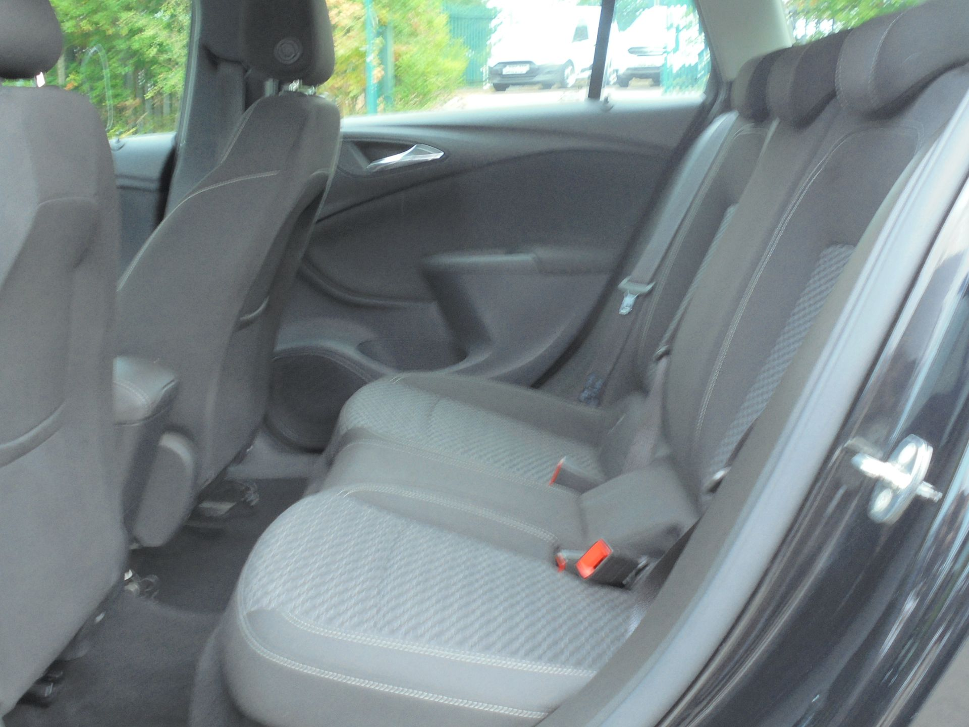 2018 Vauxhall Astra Sports Tourer 1.6 Cdti 16V 136 Sri Nav 5Dr (VU18DFJ) Image 6