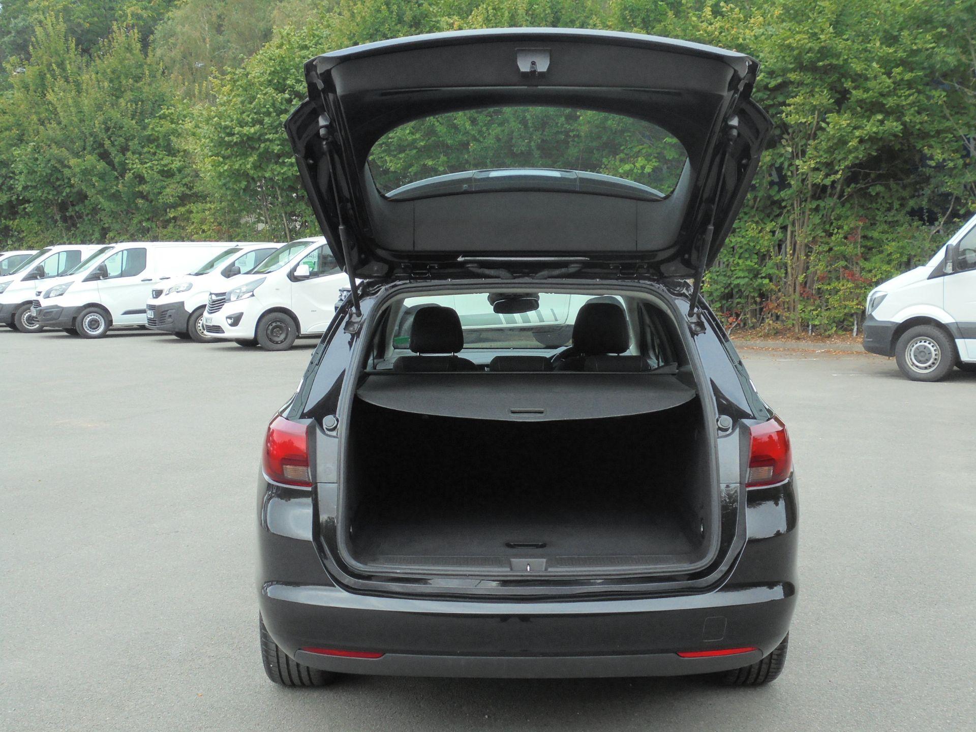 2018 Vauxhall Astra Sports Tourer 1.6 Cdti 16V 136 Sri Nav 5Dr (VU18DFJ) Image 8