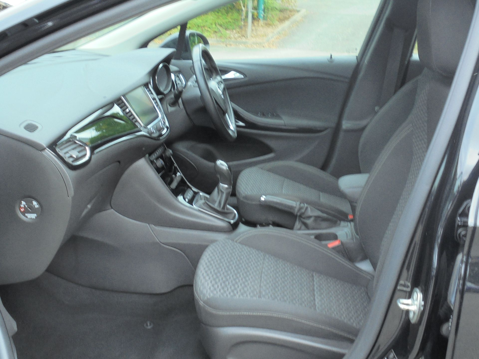 2018 Vauxhall Astra Sports Tourer 1.6 Cdti 16V 136 Sri Nav 5Dr (VU18DFJ) Image 5