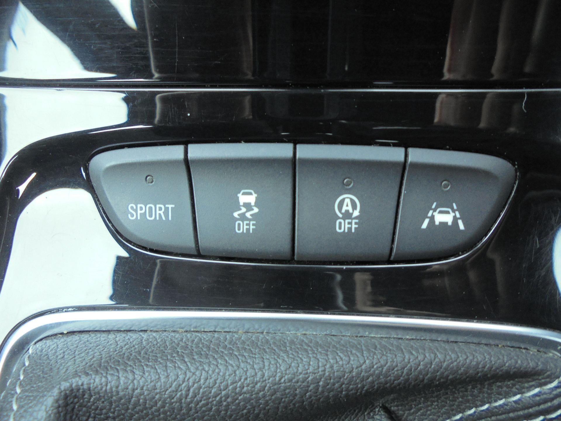 2018 Vauxhall Astra Sports Tourer 1.6 Cdti 16V 136 Sri Nav 5Dr (VU18DFJ) Image 17
