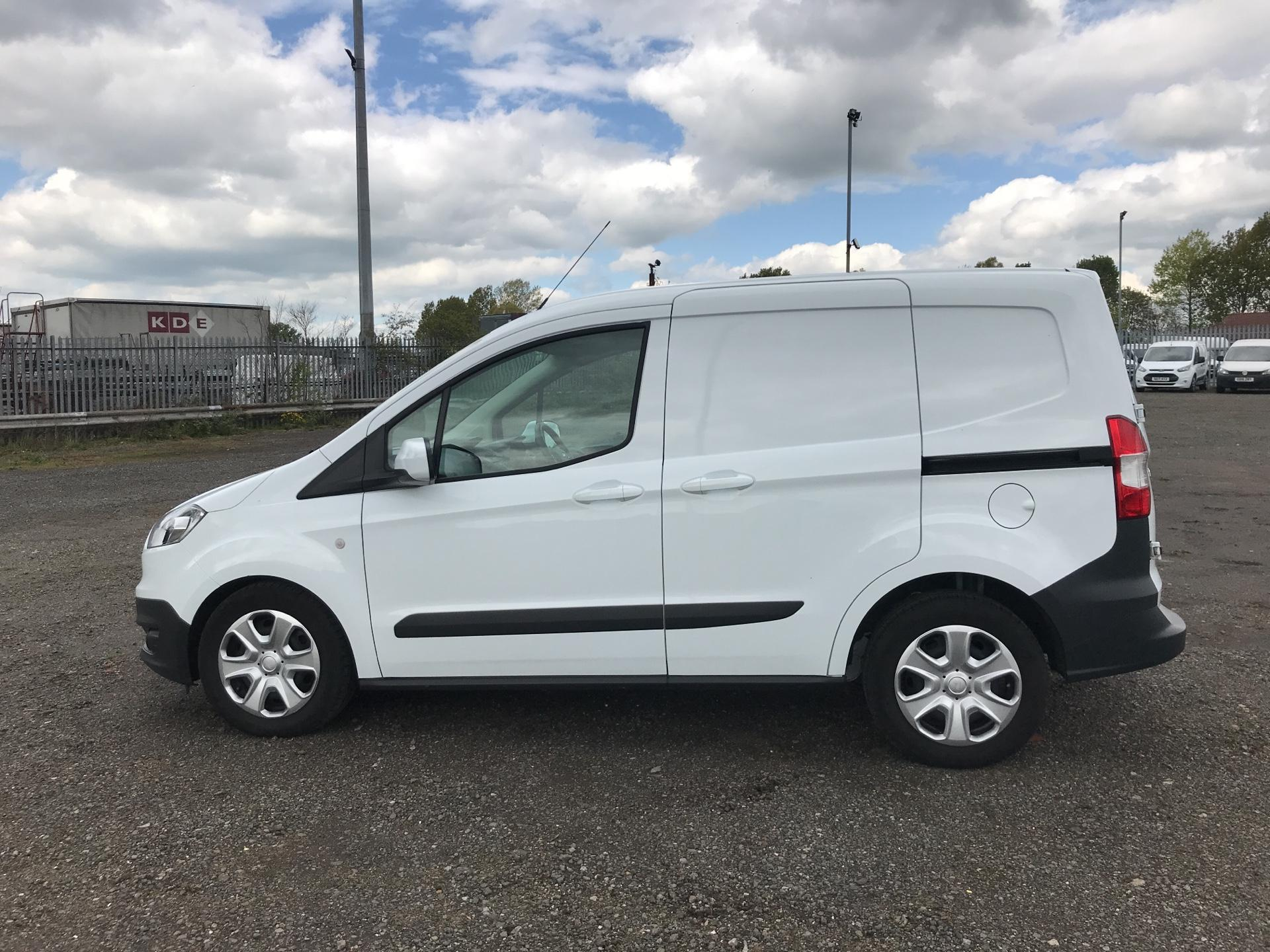 2017 Ford Transit Courier DIESEL 1.5 TDCI 95 TREND EURO 6 (VX67UPW) Image 6