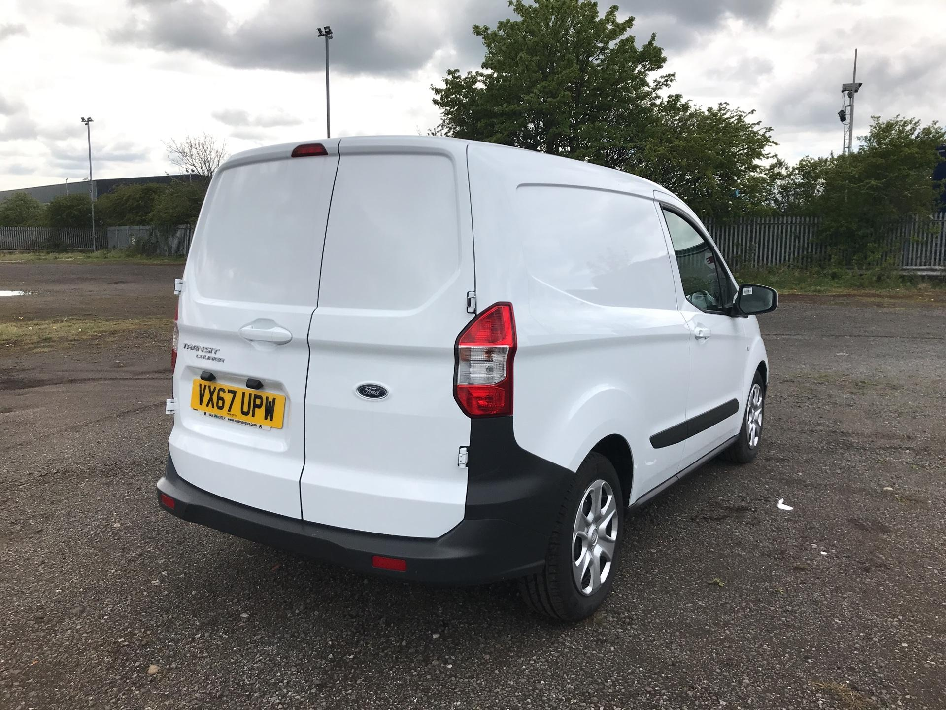2017 Ford Transit Courier DIESEL 1.5 TDCI 95 TREND EURO 6 (VX67UPW) Image 3