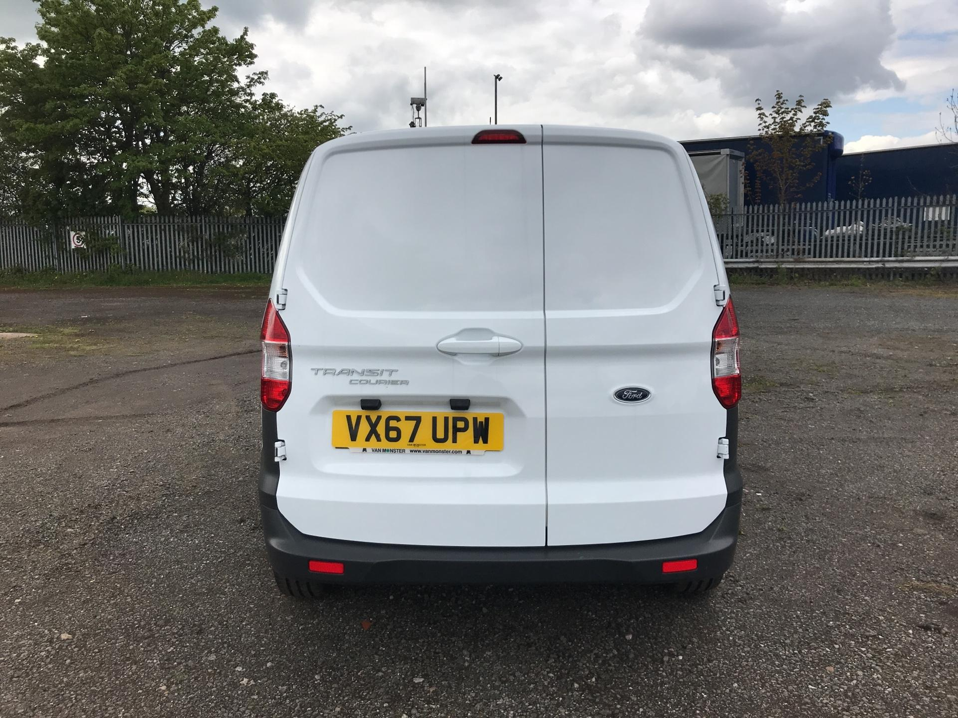 2017 Ford Transit Courier DIESEL 1.5 TDCI 95 TREND EURO 6 (VX67UPW) Image 4