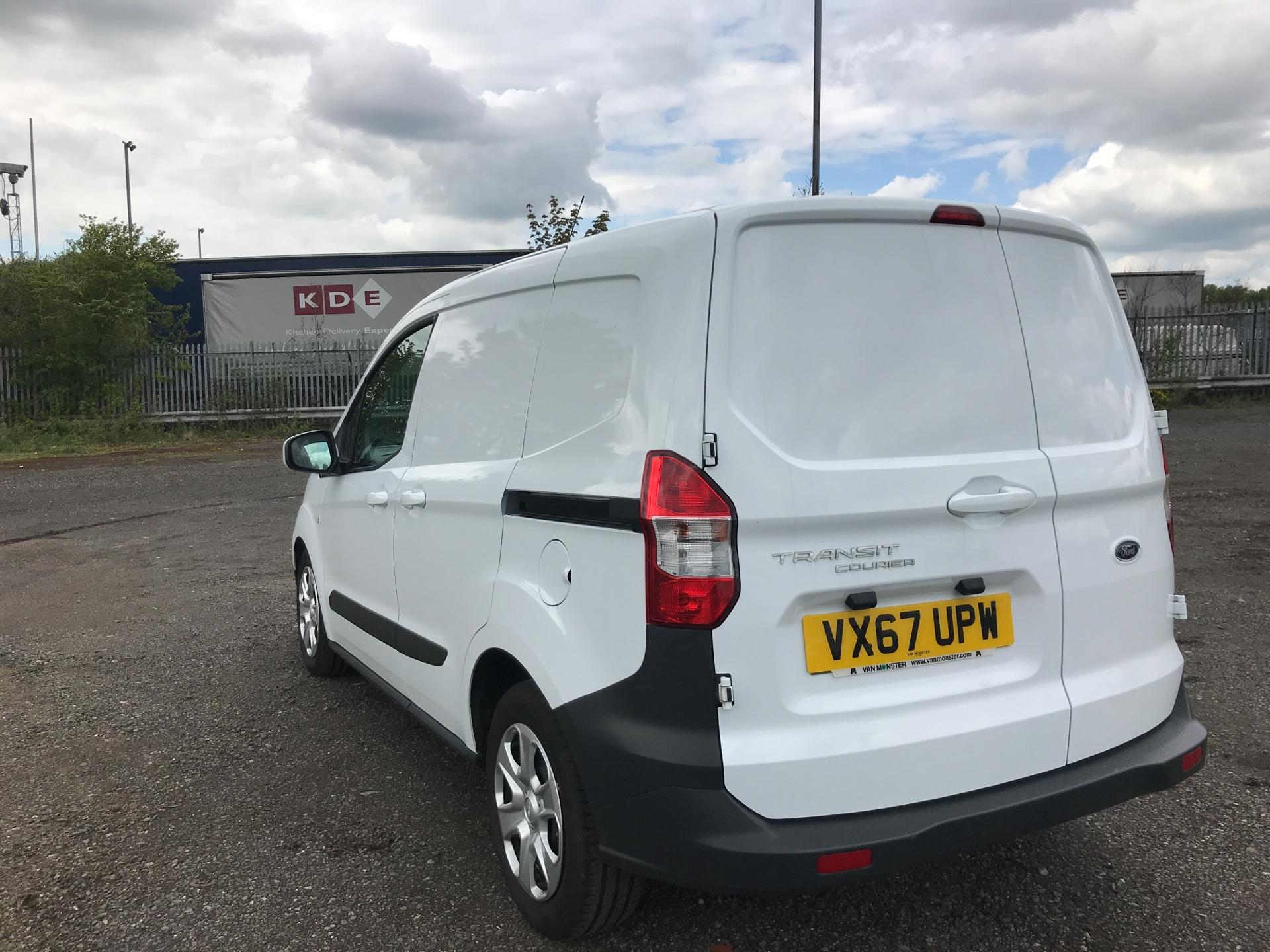 2017 Ford Transit Courier DIESEL 1.5 TDCI 95 TREND EURO 6 (VX67UPW) Image 5