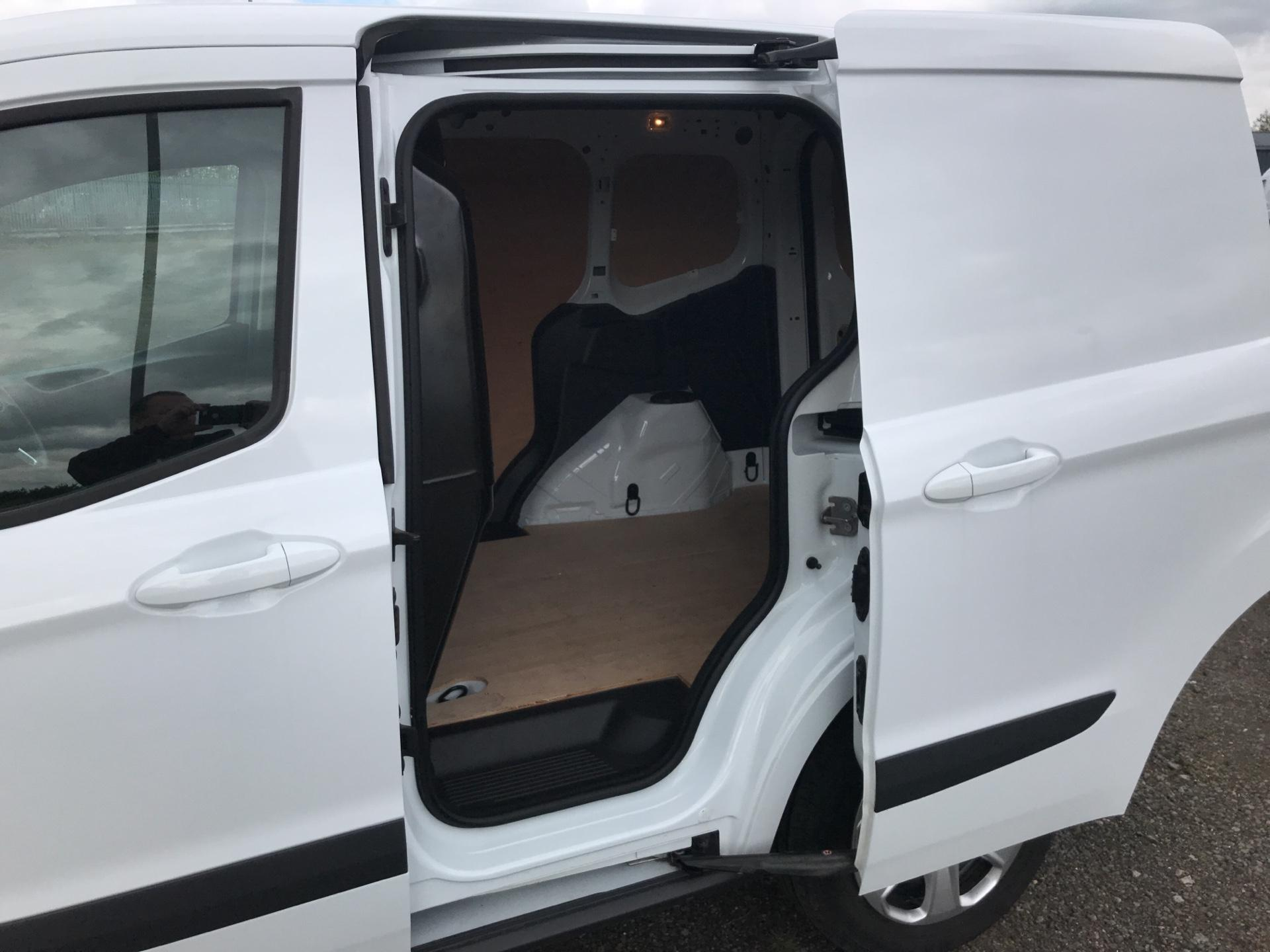 2017 Ford Transit Courier DIESEL 1.5 TDCI 95 TREND EURO 6 (VX67UPW) Image 15