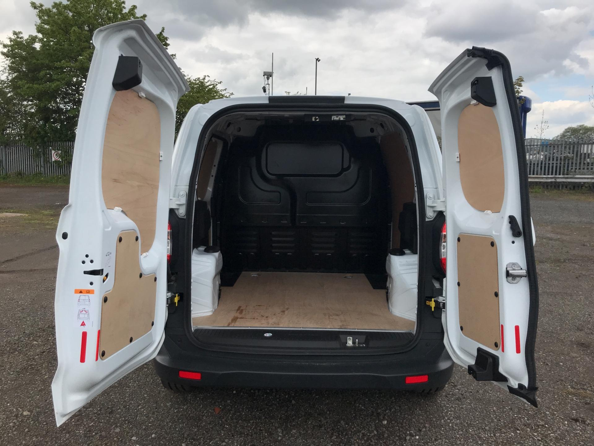2017 Ford Transit Courier DIESEL 1.5 TDCI 95 TREND EURO 6 (VX67UPW) Image 18
