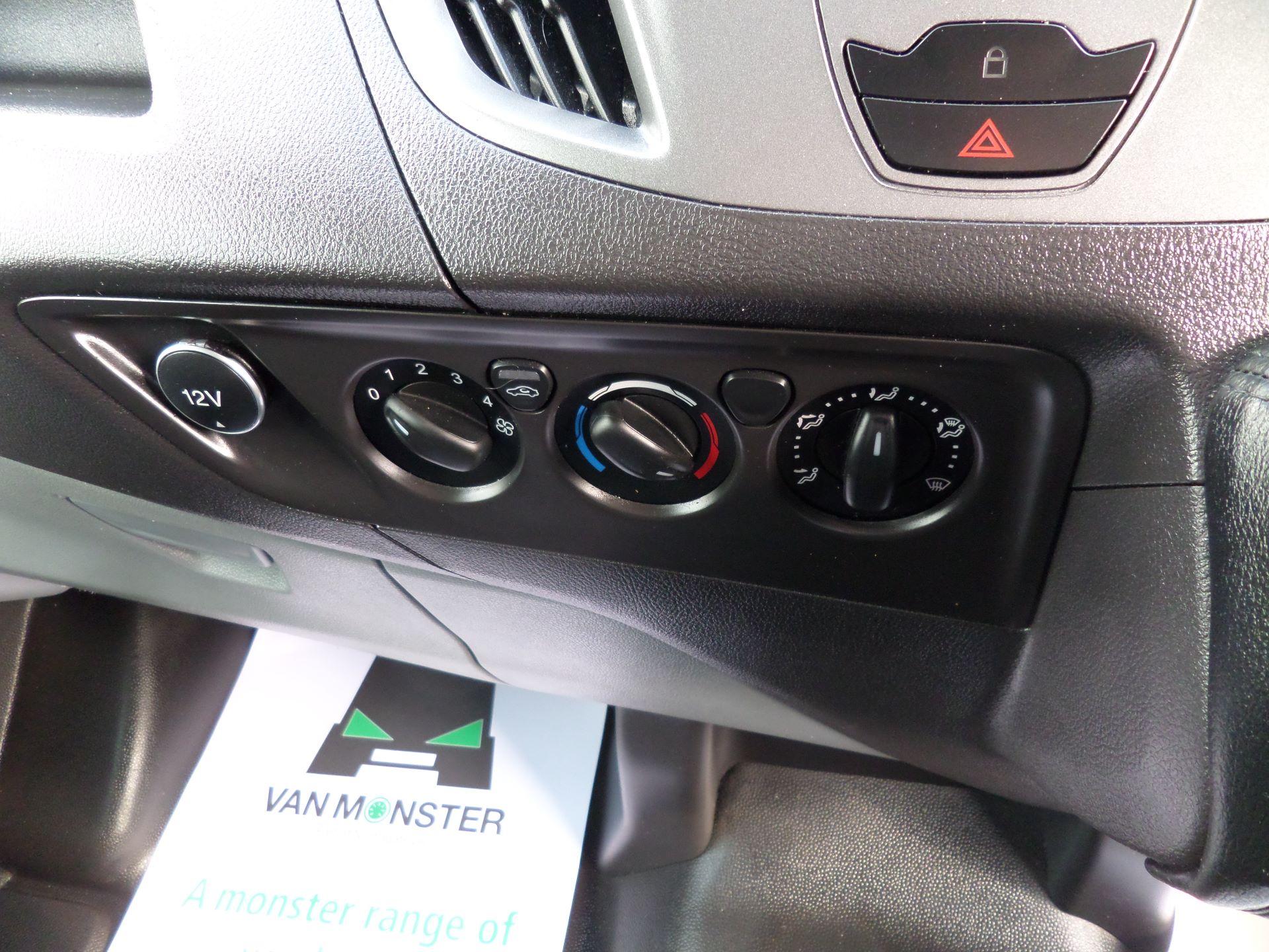 2016 Ford Transit Custom 2.0 Tdci 105Ps Low Roof Van Euro 6 (WM66ZHF) Image 13